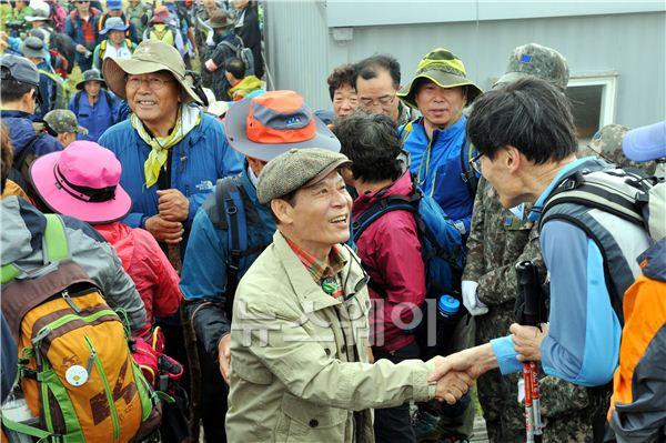 광주광역시,무등산 정상 개방행사에 2만 인파 몰려