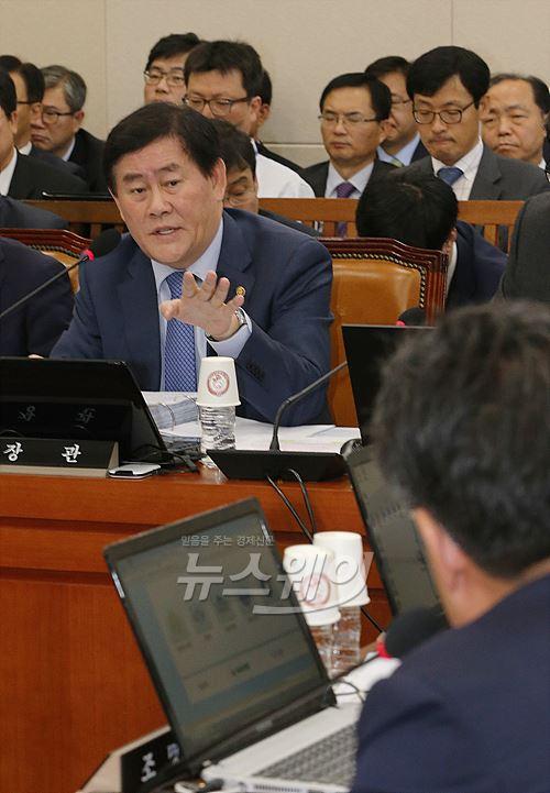 """최경환 """"TPP 참여방향으로 검토""""(종합)"""
