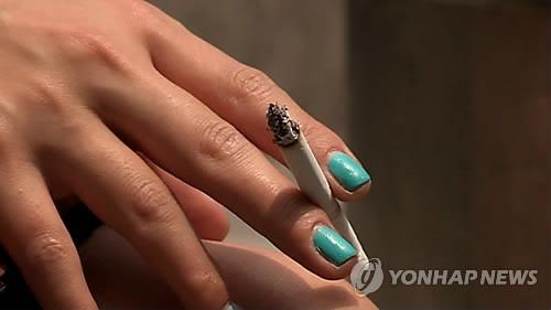 20대 여성, 열명 중 한명은 흡연…전 연령대 중 가장 높아