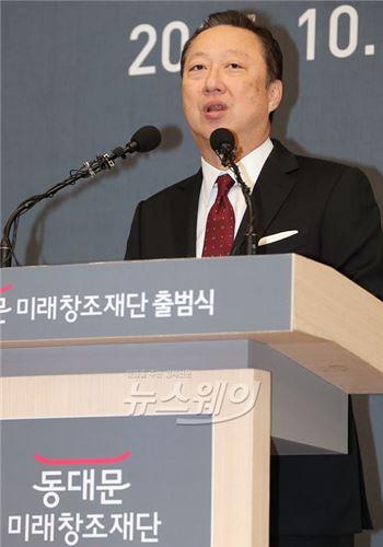박용만 두산 회장, 청년희망펀드에 30억원 기부
