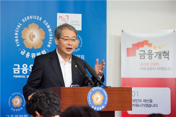 """임종룡 """"집단대출 적극적인 규제 나설 생각 없다"""""""