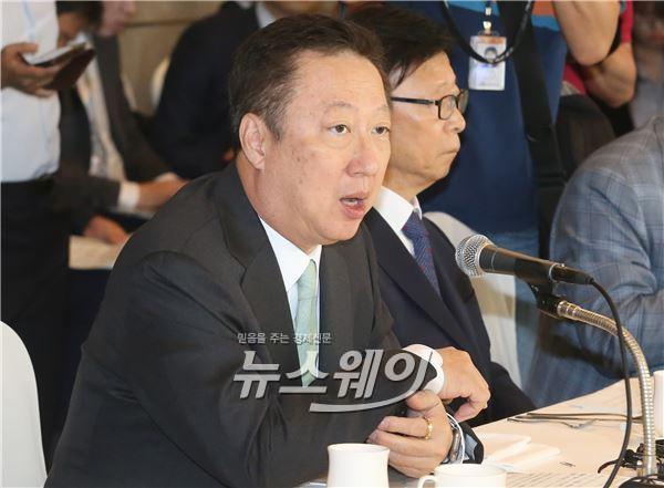 박용만 두산 회장, '동대문 터줏대감' 전략 빛났다