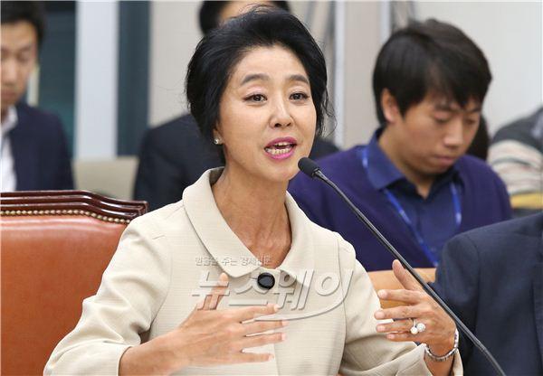 배우 김부선, 아파트 운영 문제 두고 주민과 폭행 시비