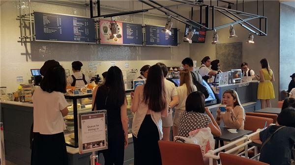 카페베네, 싱가포르 비보시티에 1호점 오픈