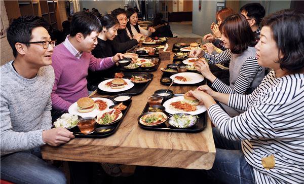 코스콤, '청바지&햄버거 Day 실시