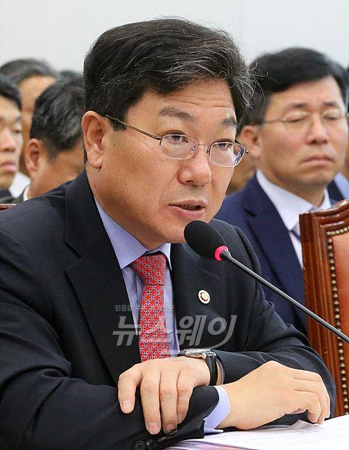 """윤상직 장관 """"기활법 골든타임…정기국회 내 통과돼야"""""""
