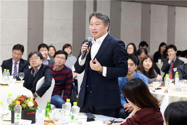 최태원 SK 회장, 다음주 '소폭' 정기인사…내년 등기이사 복귀 여부 관심