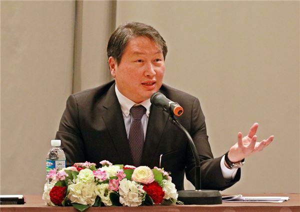 """최태원 SK 회장 """"대기업·협력사 일심동체로 경제위기 극복하자"""""""