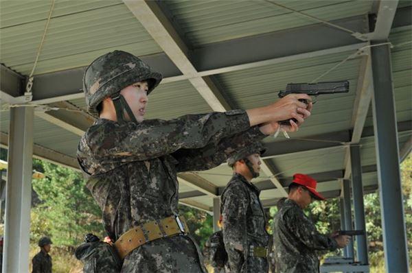 최태원 SK 회장 딸 최민정 중위, 아덴만 파병임무 마치고 23일 귀환