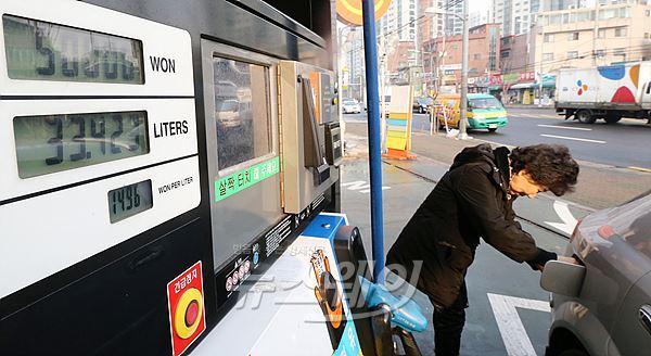 국내 주유소 평균 휘발유값 1434원···콜라보다 싸다