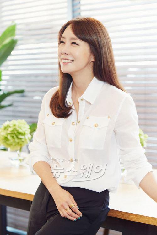김정은,  김윤석·유해진·주원과 한솥밥… 일+사랑 두마리 토끼 잡는다