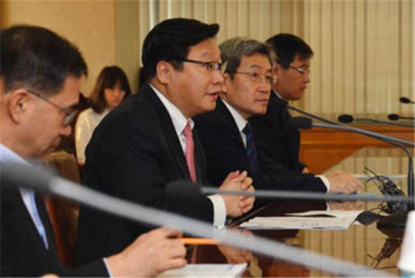 인사청문회 앞둔 주형환 장관 후보자,  '꽉 막힌 수출' 해법 제시하나