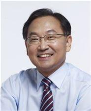 한국경제 사면초가인데…'괜찮다' 외치는 유일호號