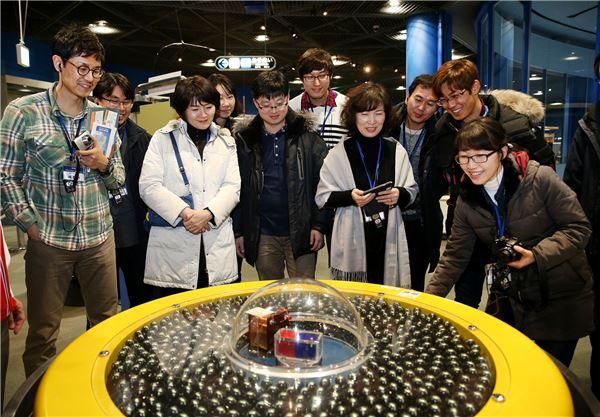 두산연강재단, '과학교사 학술시찰' 진행