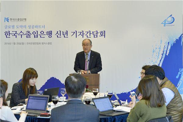 """이덕훈 행장, 차기 산업은행 회장 """"임명장따라 가는 것"""""""