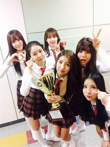 걸그룹 여자친구, '쇼! 챔피언'에서 '시간을 달려서'로 두 번째 1위…흥행 질주