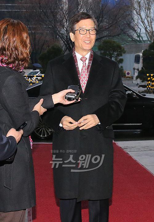 이동걸 산은회장 내정자 '보은인사' 논란 속 첫 출근
