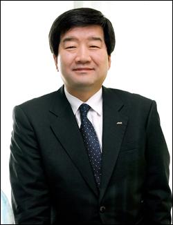최평규 회장, S&T 사내이사 복귀