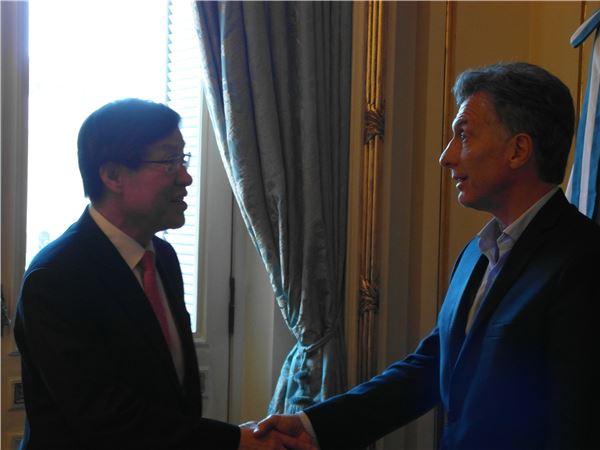권오준 포스코 회장, 아르헨티나 대통령과 '리튬 사업' 협력 논의