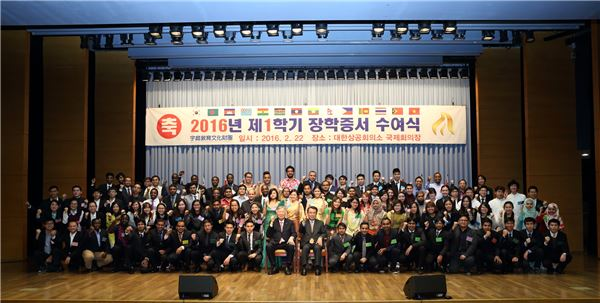 이중근 부영그룹 회장, 외국인 유학생 102명에 장학금 지급