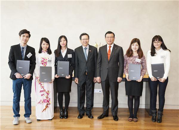 금호아시아나, 베트남 유학생 5명에 장학금 지급