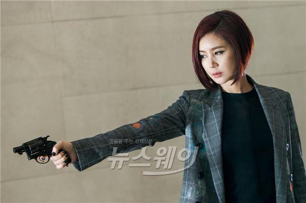 '미세스캅2' 김성령, 화려한 미모+허당 성격+슈퍼 능력…'령크러쉬'