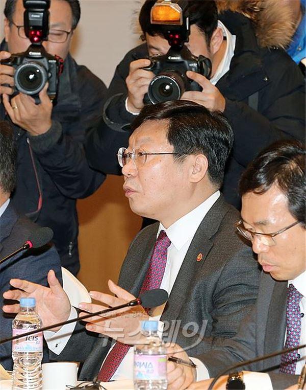 '30대 기업 123조 투자' 정부 지원역량 총동원