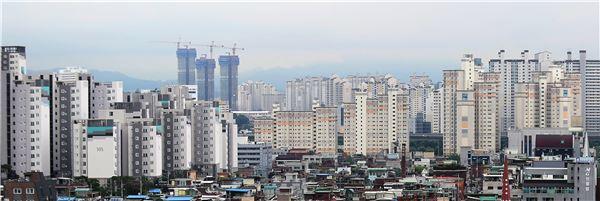 시중은행 급격한 '집단대출' 축소…피해는 결국 국민 몫
