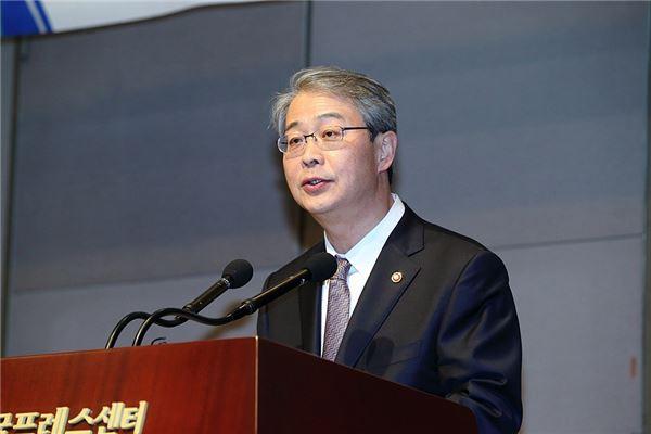 임종룡 금융위원장 취임 1년 '빛과 그림자'