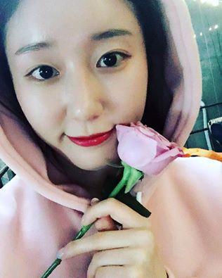 """'님과 함께' 장동민♥나비는 핑크빛 연애 중…""""꽃을 든 나비"""""""