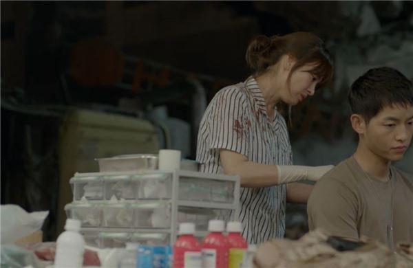 """'태양의 후예' 송중기, 송혜교에 다시 고백… """"무슨 짓을 해도 생각나던데"""""""