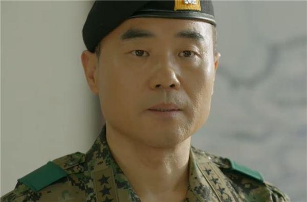 """'태양의 후예' 진구 """"이 손 놓지 않겠다""""… 김지원과 정식교제"""