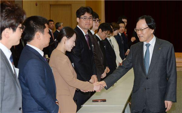 김용환 회장, 미래 NH농협금융 이끌어갈 29인 선발