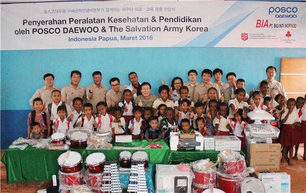 포스코대우, 인도네시아서 의료·교육용품 지원사업