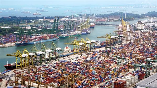IMF,  한국 성장률 2.7%로 하향
