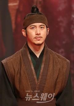 고수·이서진·지진희·김남길·김수현의 공통점은?