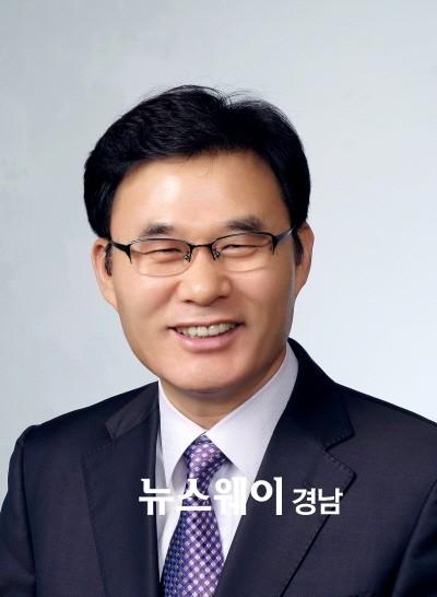 박창권 합천부군수 '삶은 사랑스럽다' 출간
