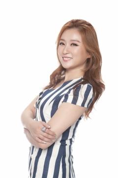 트로트가수 김지원, 제2의 장윤정 될까… '땡겨요' 인기몰이