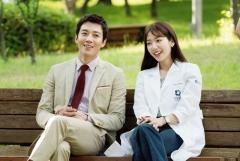 김래원·박신혜, 9살 차이 무색 달달케미… '닥터스' 촬영 스틸 공개