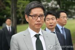 사면초가 담철곤 회장,  주가도 4년 전으로 '털썩 '
