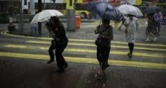 홍콩, 태풍 하이마 접근…항공편 200여 편 결항