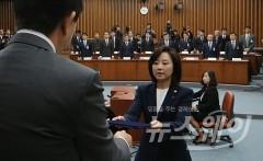 조윤선 문체부 장관, '마지막 최순실 청문회'에서 증인선서 거부
