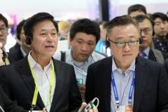 박정호 SKT 사장, CES서 협력의 길 찾는다