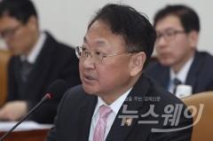 """유일호 """"中 사드조치, 국제규범 위반 검토 중"""""""
