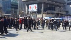 광화문 광장 모인 시민들 '환호'