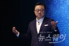 고동진 삼성전자 사장의 고민… '폴더블폰' 승부수?