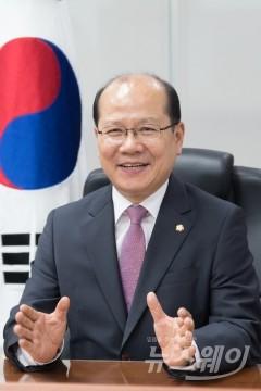 """""""시혜·동정 아닌 권리""""…이종명의 '장애인기본법'"""