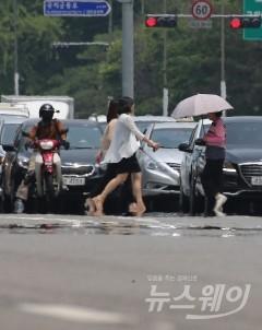 전국 폭염특보 계속…오후 곳곳에 소나기