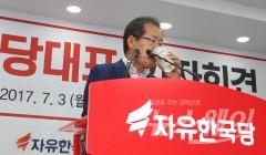 """홍준표의 계속된 구애…바른정당 """"데이트 폭력"""""""