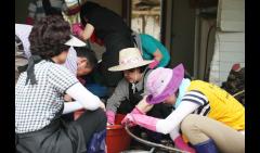 김정숙 여사, 청주 찾아 수해복구 작업 동참…영부인으로는 처음
